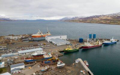 Straumur skipa í Slippinn Akureyri